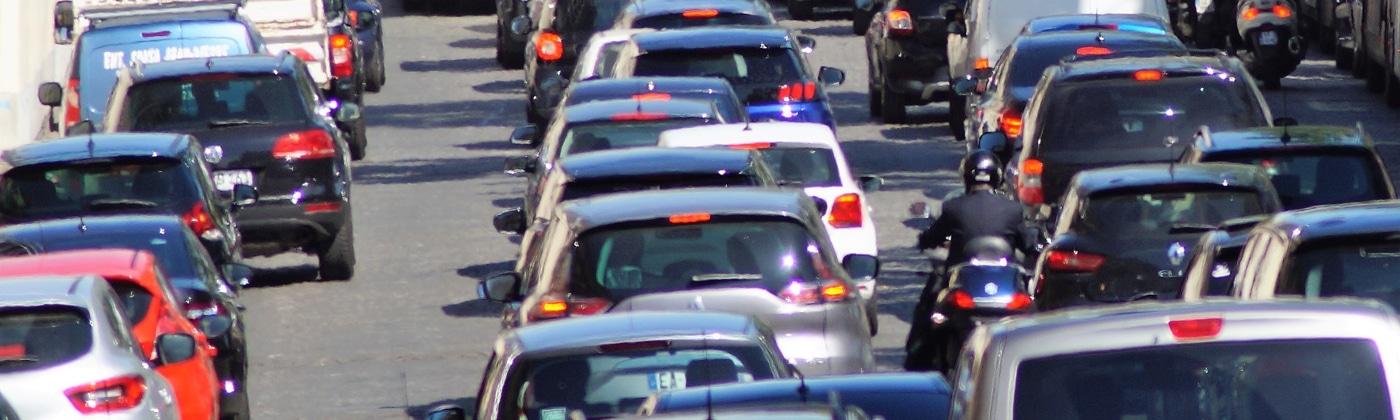 Das Auto ummelden: Dafür vom Ausland nach Deutschland fahren, kann nur derjenige, der eine entsprechende Zulassungsbescheinigung besitzt.