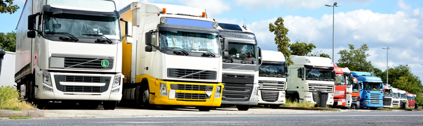 An Lkw muss ein Unterfahrschutz sowohl hinten als auch vorne vorhanden sein.