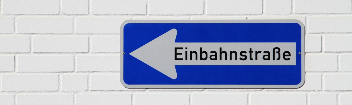 Die Straßenverkehrsbehörden sind zuständig für das Aufstellen von Verkehrszeichen