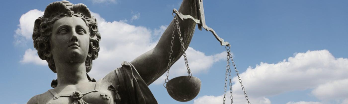 Laut § 71 StVZO drohen auch Strafen, wenn Sie die Auflagen der Sondergenehmigung nicht beachten.