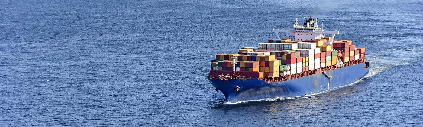 Die GGVSee regelt den Gefahrguttransport auf Meeren.