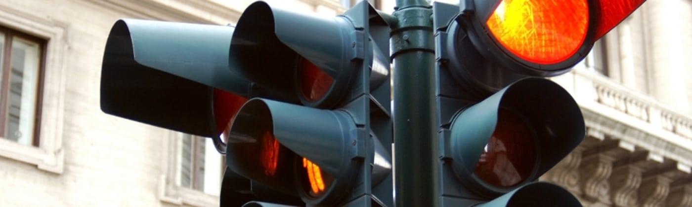 Der Multanova Multastar C kontrolliert Rotlicht- und Geschwindigkeitsverstöße.