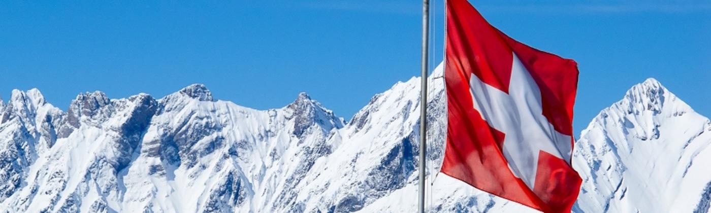 Fahrer, die in der Schweiz geblitzt werden, erwarten unangenehme Konsequenzen.