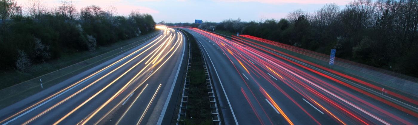 Was besagt der Gesetzgeber zum Abzug einer Toleranz auf der Autobahn?