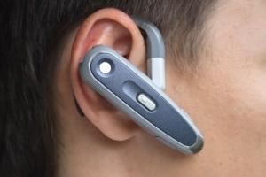 Nutzen Sie Kopfhörer oder ein Headset beim Autofahren, kann dies die Gesprächsqualität verbessern.