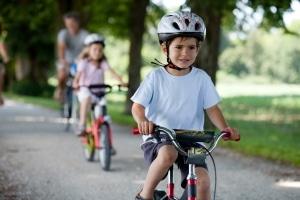 Die Helmpflicht auf dem Fahrrad: Gerade Kinder sollten trotz fehlender Gesetzesgrundlage einen Helm tragen.