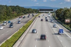 Schreibt der Gesetzgeber eine Höchstgeschwindigkeit auf der Autobahn vor?