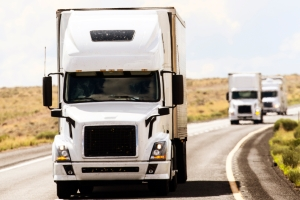 Welche Höchstgeschwindigkeit ist für Lkw auf der Landstraße oder der Autobahn vorgeschrieben?