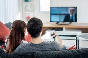 Jugendschutz im Fernsehen soll Entwicklungsbeeinträchtigungen von Kindern entgegenwirken.