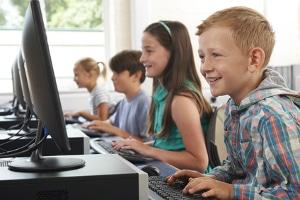 Ob im Internet oder vor der Spielekonsole: Jugendschutz bei Medien ist wichtig.