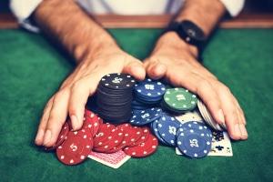 Jugendschutzgesetz: Wann ist Glücksspiel erlaubt?