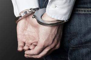 Jugendschutzgesetz: Eine Partnerschaft mit sexuellem Kontakt zwischen 18-Jährigen und Kindern ist strafbar.