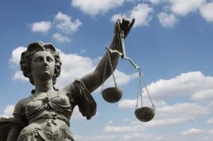 Justitia symbolisiert die Gerechtigkeit bei der Rechtssprechung.