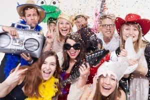 An Karneval gilt in der Regel kein Vermummungsverbot.