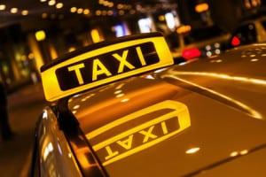 Auch für die Kennleuchten von Taxen gibt es Vorschriften!