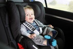 Kind stirbt bei einem Autounfall: Manchmal ist ein fehlender Sicherheitsgurt die Ursache.