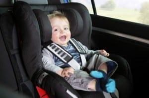 Kindersitze sollten immer auf dem Rücksitz angebracht werden.
