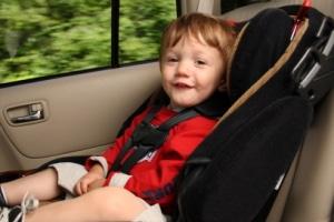 Babyschale, Kindersitz und Sitzerhöhung: Bis zu welchem Alter sind sie Pflicht?