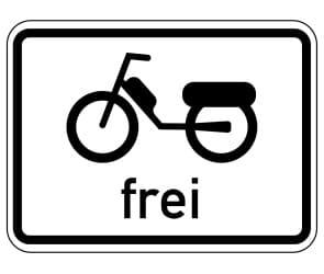 Ein Kleinkraftrad darf nur auf der Straße gefahren werden, sofern Zusatzzeichen nichts anderes erlauben.