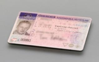 Die Kosten für den Führerschein liegen bei etwa 1.500 Euro.