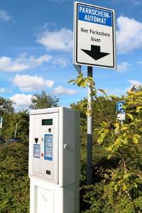 Es entstehen Kosten, wenn Sie parken, ohne einen Parkschein zu ziehen.