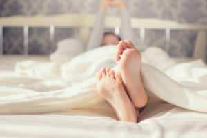 Eine dauerhafte Lärmbelästigung während der Ruhezeiten kann zu Schlafstörungen führen.
