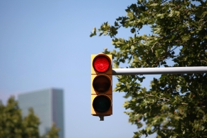 Wer die Lichtzeichenanlage missachtet, begeht in der Regel einen Rotlichtverstoß.