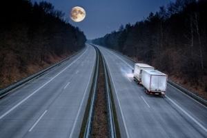 Während der Nachtstunden gilt ein Lkw-Fahrverbot in Österreich.