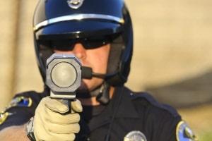 Das LTI 20.20 TS/KM ist eine Laserpistole, die mit Infrarotsignalen arbeitet.