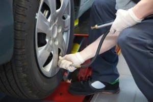 Der Luftdruck der Reifen sollte regelmäßig geprüft werden.