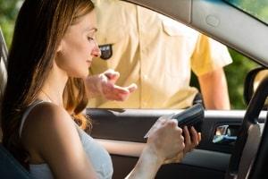 Wer die maximale Achslast seines Fahrzeugs überschreitet, muss mit einem Bußgeld rechnen.
