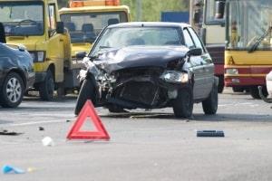 Kommt es mit einem Mietauto zu einem Unfall, ist es wichtig, die Autovermietung zu benachrichtigen.