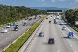 Ein ausreichender Mindestabstand ist in viele Verkehrssituationen von Bedeutung.