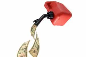 Wer mit dem Auto nach Polen fährt, sollte beachten, dass auf Reservesprit Zollgebühren erhoben werden können.