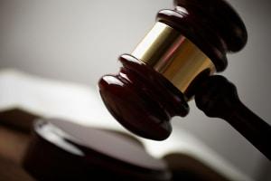 Über Mitschuld wird oft im Gerichtsaal entschieden.