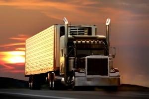 Es gibt kein generelles Nachtfahrverbot für Lkw.