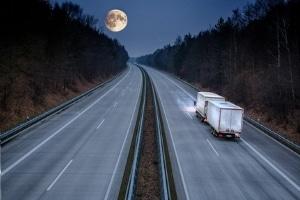 Wo gilt nachts ein Lkw-Fahrverbot?