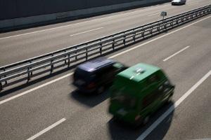 Nötigung im Straßenverkehr: Das Ausbremsen des Hintermanns ist ein typisches Beispiel dafür.