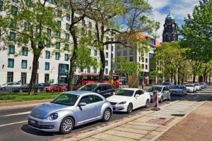 Parken auf dem Gehweg: Ist dies in Deutschland überhaupt möglich?
