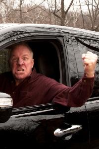 Für ein rechts-Überholen auf der Autobahn kann Strafe drohen, wenn Sie andere nötigen