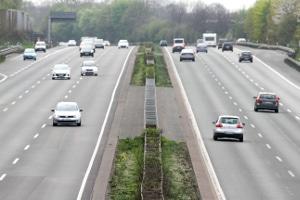 Auf der Autobahn von rechts überholen - wann ist das erlaubt?