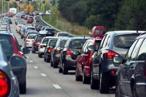 Die Regelungen bei einem Stau auf der Autobahn sind unbedingt einzuhalten.