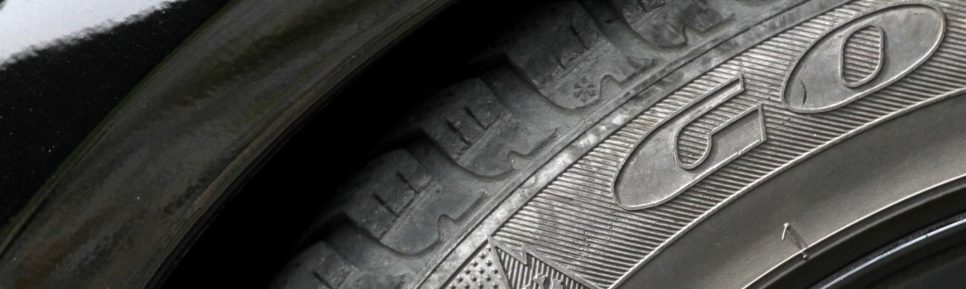 Wie haben Sie sich bei einer Reifenpanne zu verhalten?