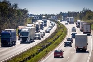Auch in anderen europäischen Ländern ist die Rettungsgasse durch das Gesetz vorgeschrieben.
