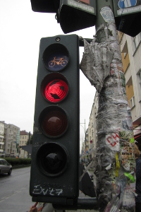 Haben Sie die rote Ampel nicht gesehen, weil Sie z. B. überklebt war, kann ein Einspruch eventuell glücken