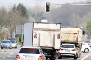 Rote Ampel überfahren: Hat es 2 Mal geblitzt, machen sich viele Fahrer sorgen.