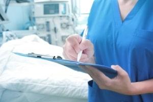 Ist ein Rücktransport medizinisch sinnvoll, aber nicht zwingend notwendig, kommt es auf die Versicherungsleistungen an.