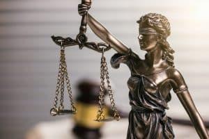 Egal ob Fahrerflucht, Diebstahl oder Sachbeschädigung: Bei einer Straftat ist der Ablauf des Verfahrens vorgeschrieben.