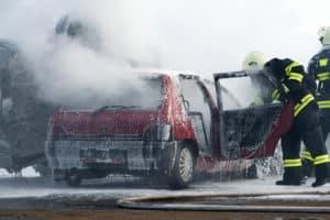 Nach einem Unfall sollten Sie den Schaden der Versicherung melden.