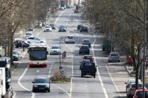 Schilderwald im Straßenverkehr überfordert Verkehrsteilnehmer